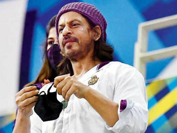शाहरुख खान बने इंडस्ट्री के सबसे ज्यादा फीस लेने वाले